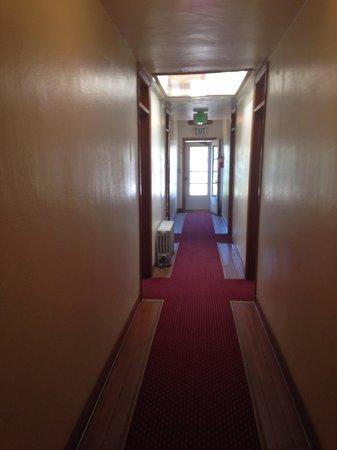 Symes Hot Springs: Creepy hallway part 2