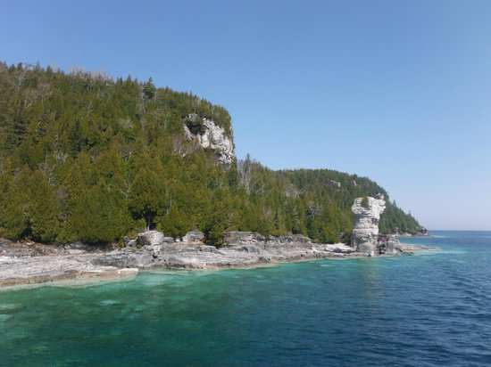 Flowerpot Island Lighthouse: View from cruise boat