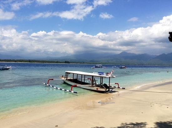 Manta Dive Gili Air Resort: Dive boat right at your front door
