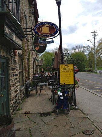 FiddleHeads Bar and Grill: Patio view