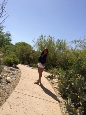 Loews Ventana Canyon Resort: Casual stroll.