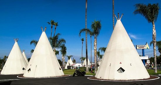 Wigwam Motel: Another view of the grounds and tipi.