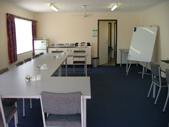 Palm City Motor Inn : Conference room
