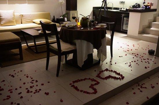 Tanadewa Luxury Villas & Spa: In-room Romantic Dinner Arrangment