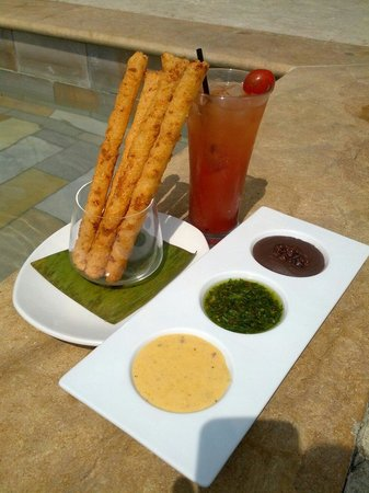 8ctavo Rooftop Restaurant & Lounge: Blood Mary and Yucca sticks