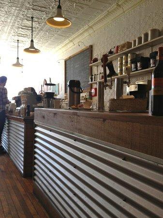 Tall Poppy Cafe: Main counter