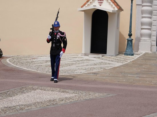 Prince's Palace (Palais du Prince) : 大公宮殿・・・衛兵の交代式
