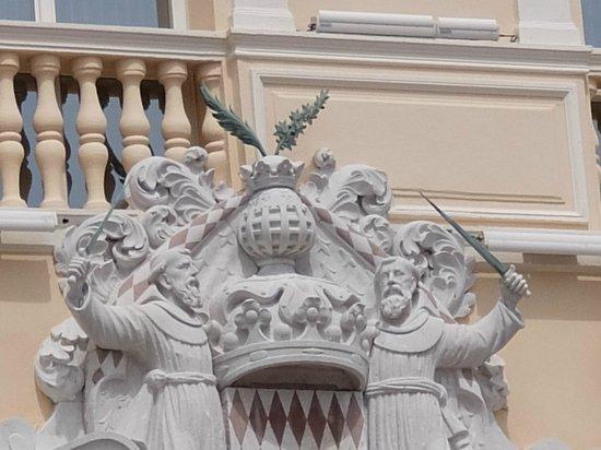 Prince's Palace : 大公宮殿・・・回廊