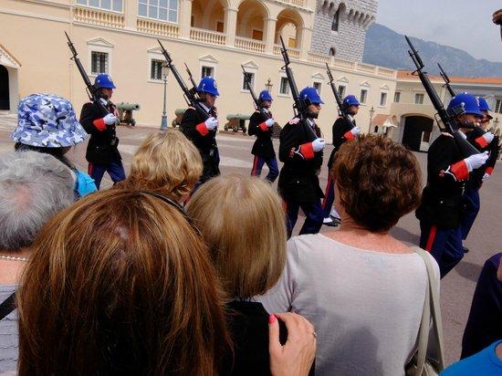 Prince's Palace : 大公宮殿・・・衛兵の交代式行進