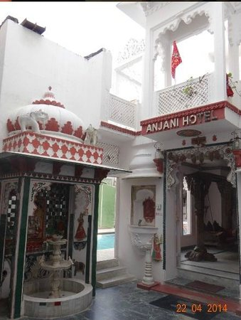 Anjani Hotel: The Entrance to the Haveli