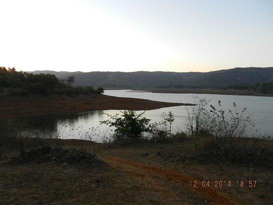 MTDC Resort, Panshet: Water body- walking distance from the resort