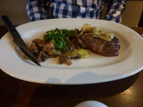 Horse & Groom: Steak