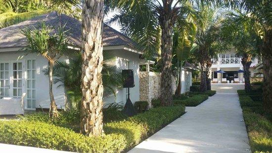 The Ungasan Clifftop Resort: Villa Tamarama Guest Rooms