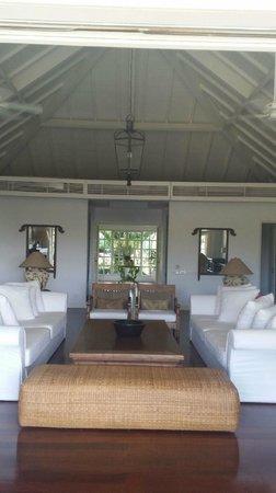 The Ungasan Clifftop Resort: Villa Tamarama Living Room