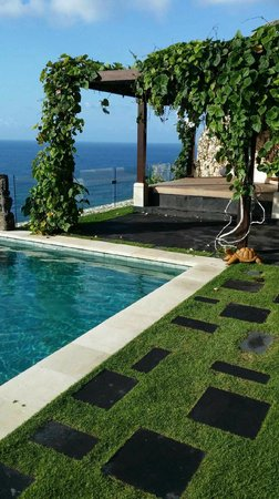 The Ungasan Clifftop Resort: Villa Ambar Daybed