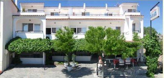 Hotel Kassiani: Hotel & grounds