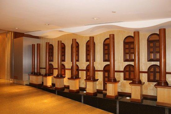 Peninsula Excelsior Hotel: Inside