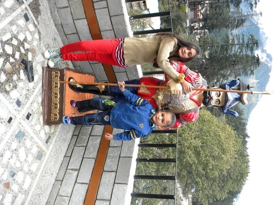 Whispering Valley Resorts: Khushi & Dhyaan with Statue