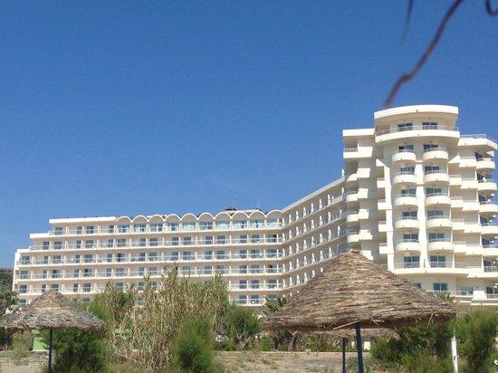Pegasos Beach Hotel: Вид отеля со стороны пляжа