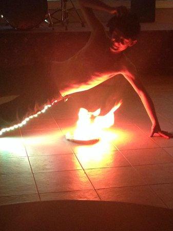 Pegasos Deluxe Beach Hotel: Шоу с огнем