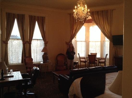 Geiser Grand Hotel: Room 302 - upper floor cupbola with views. It may be haunted!