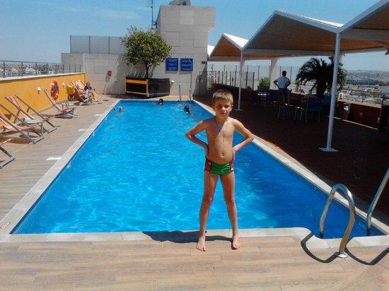 Novotel Sevilla: Новотель, бассейн на крыше