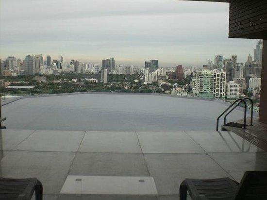 Column Bangkok: Pool