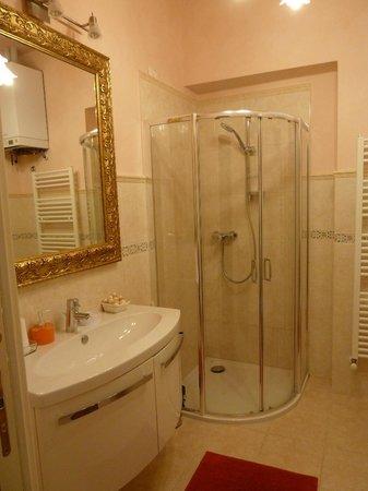 Lady Verona: Bathroom
