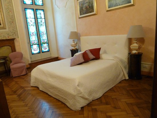 Lady Verona: Bedroom