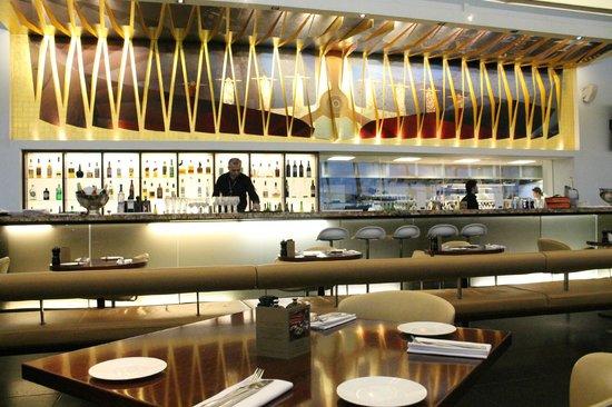 Gordon Ramsay Plane Food Restaurant: The Bar