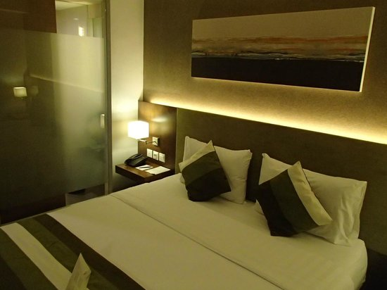 Grand Whiz Hotel Kelapa Gading: The bedroom