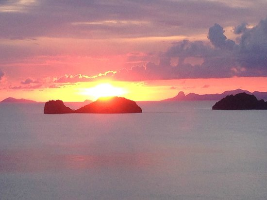 Conrad Koh Samui: anazing sunset from our balcony