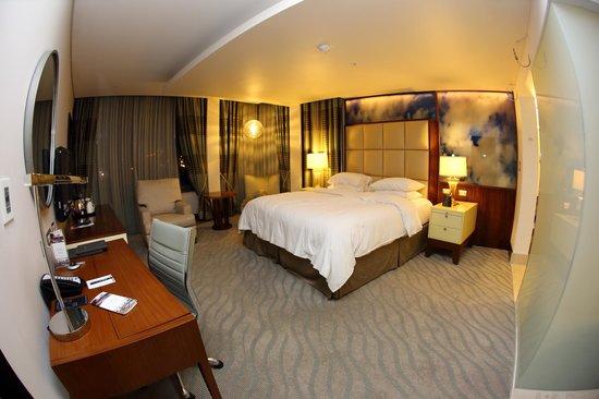 Hilton Windhoek: спальня