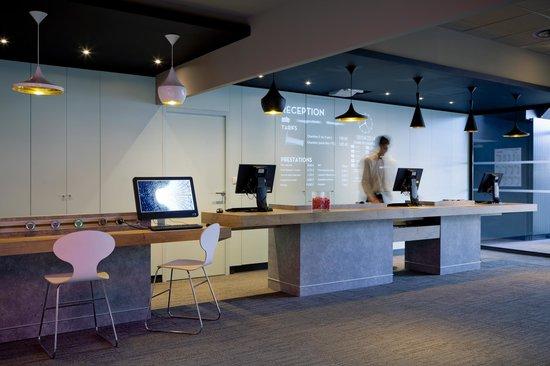 Ibis Lyon Part Dieu Les Halles : Reception / Lobby
