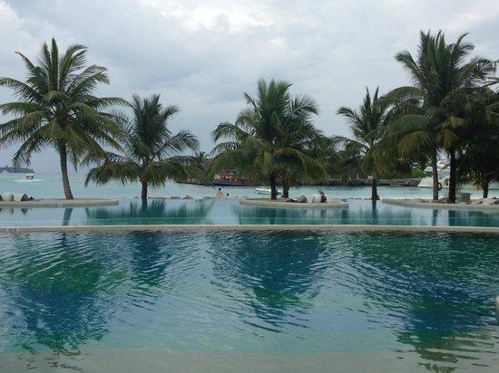 Holiday Inn Resort Kandooma Maldives : View from Dining area