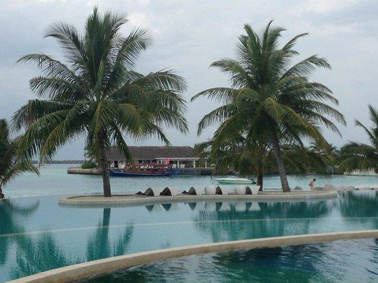 Holiday Inn Resort Kandooma Maldives : View from Pool