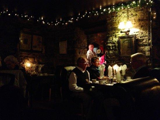 Finnegan's Wine Cellar Restaurant: Stone walls, lots of atmosphere