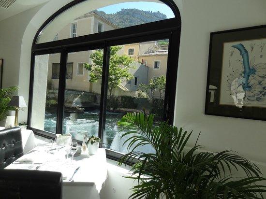 Hotel Restaurant du Parc : Situation de rêve en bordure de la Sorgue