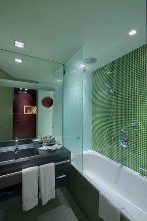 Radisson Blu Hotel Köln: Bathroom