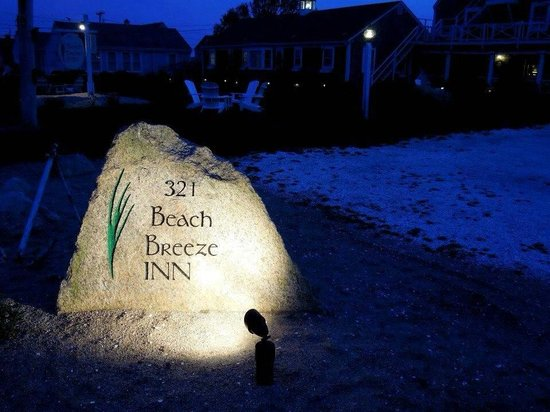 Beach Breeze Inn : Sign for the BBI from the street