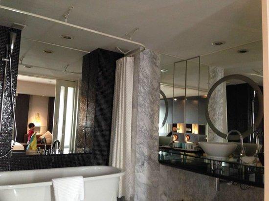 Hotel Nikko Osaka: Deluxe room - Bathroom