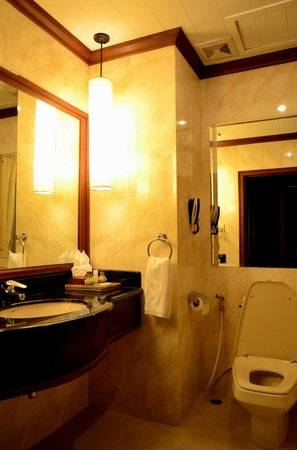 Borei Angkor Resort & Spa: Bathroom