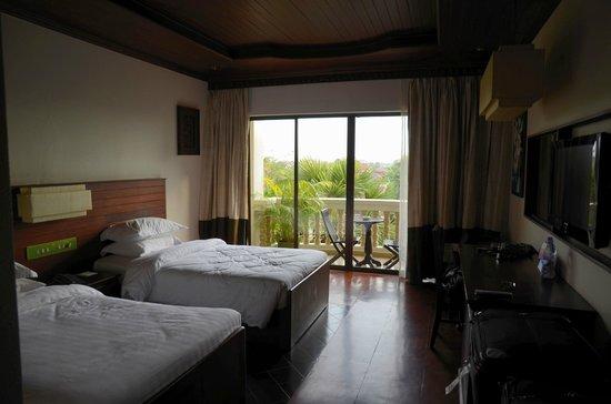 Borei Angkor Resort & Spa: Double Bed Room facing Pool