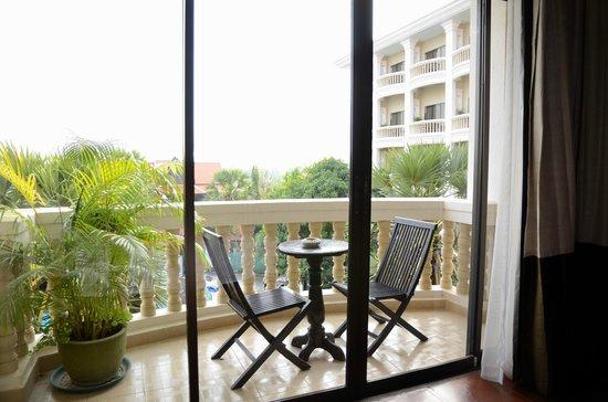 Borei Angkor Resort & Spa: Balcony overlooking the pool