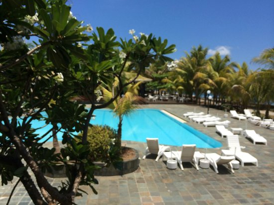 Avillion Layang Layang : Pool area seen from room 411