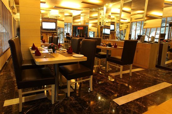 Hotel Royal Castle Grand: Multi Cuisine Restaurant