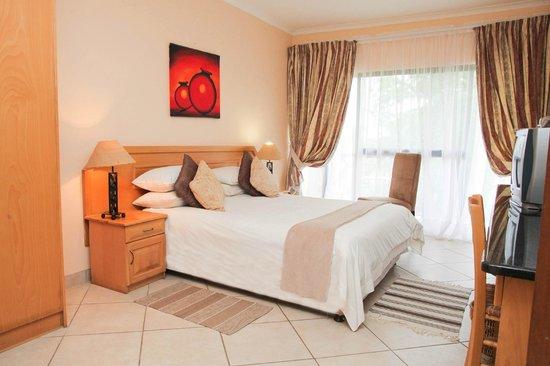 Elephant Lake Hotel: Hotel rooms