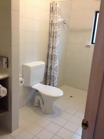 Arista of Rotorua: Bathroom/shower