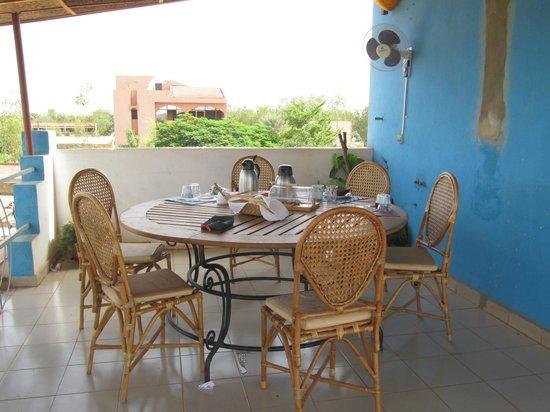 Maison Chez Giuliana : salle à manger sur la terrasse