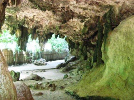 Phra Nang Cave: 冒険心が掻き立てられる楽しい遊歩道